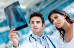 Doctor looking an x-ray Royalty Free Stock Photos