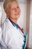 Doctor médico sonriente de la mujer Foto de archivo libre de regalías