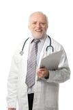 Doctor mayor que ríe a la cámara Fotos de archivo