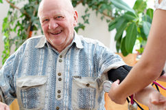 Doctor measuring blood pressure Royalty Free Stock Photos