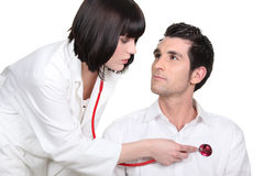 Doctor measuring heart-rate Royalty Free Stock Photography