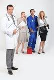 Doctor, mecánico, doctor y secretaria. Fotografía de archivo