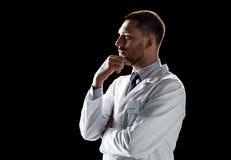 Doctor o científico en la capa blanca fotografía de archivo libre de regalías