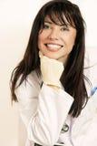 Doctor o enfermera sonriente imagenes de archivo