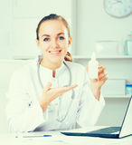 Doctor offering medicament Royalty Free Stock Image