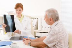 Doctor office - female physician patient x-ray Royalty Free Stock Images