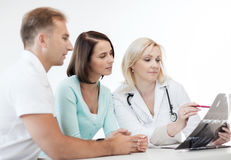 Doctor with patients looking at x-ray Royalty Free Stock Photography