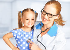 Doctor pediatrician and child patient Stock Photos