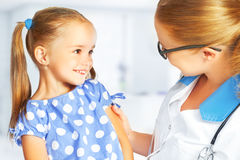 Doctor pediatrician and child patient Royalty Free Stock Photos