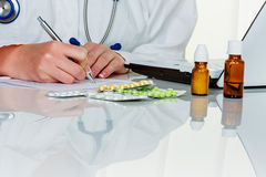 Doctor prescribes a drug Royalty Free Stock Images
