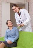 Doctor of prescribes to mature patient medication Stock Images