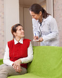 Doctor of prescribes to patient the medication Royalty Free Stock Images