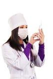 Doctor que cuida joven en el uniforme blanco Foto de archivo libre de regalías