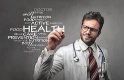 Doctor que escribe sobre salud Fotografía de archivo