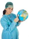 Doctor que examina la tierra del planeta fotos de archivo