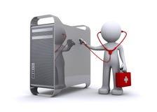 Doctor que examina un pc/mac Imagen de archivo libre de regalías