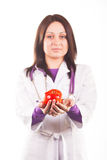 Doctor que presenta una manzana roja Fotografía de archivo