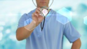 Doctor que sostiene el estetoscopio que muestra latido del corazón almacen de metraje de vídeo