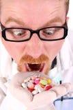 Doctor que toma la mano por completo de tablillas Imagen de archivo