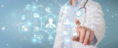 Doctor que usa la representación futurista médica digital del interfaz 3D ilustración del vector