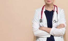Doctor real con el estetoscopio imagen de archivo libre de regalías