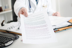 Doctor showing medical notes Royalty Free Stock Photos