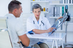 Doctor showing X rays to her patient Royalty Free Stock Photos