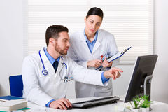 Doctor showing something to colleague Royalty Free Stock Photos