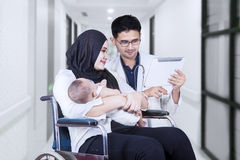 Doctor showing tablet on the patient Stock Photography