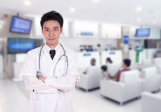 Doctor smiling with arms crossed Royalty Free Stock Photography