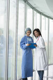 Doctor and Surgeon Consulting Royalty Free Stock Photos