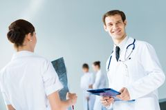 Doctor talking with a colleague Royalty Free Stock Image
