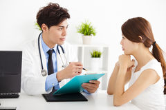 Doctor talking with female patient Royalty Free Stock Photo