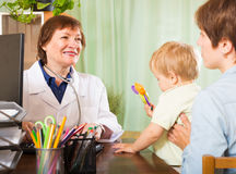 Doctor talking with mother of baby Royalty Free Stock Images