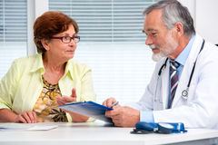 Doctor talking to his female patient Royalty Free Stock Images