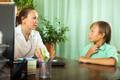 Doctor with teenager patient Royalty Free Stock Photography