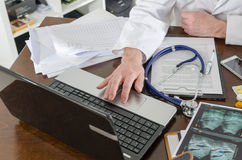 Doctor using a laptop Royalty Free Stock Photo