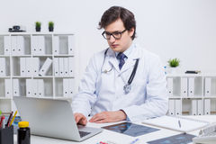 Doctor using laptop Stock Images