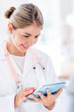 Doctor using a tablet computer Royalty Free Stock Photography