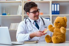 Doctor veterinary pediatrician holding an examination in the off Royalty Free Stock Photography