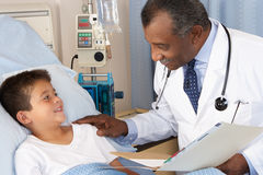 Doctor Visiting Child Patient On Ward Stock Photography