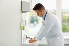 Doctor washing hands at medical clinic sink Royalty Free Stock Photos