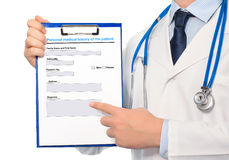The doctor in a white coat with a stethoscope holding a folder w Royalty Free Stock Images