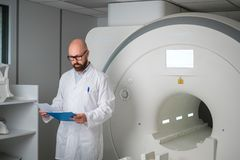 Free Doctor With A Patient Medical Card Near MRI Scanner In A Hospital Royalty Free Stock Image - 160219996