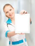 Doctor woman holding a blank white tablet computer Royalty Free Stock Photos
