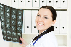 Doctor woman holding x-ray picture Royalty Free Stock Photos