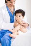 Doctor y bebé Fotos de archivo