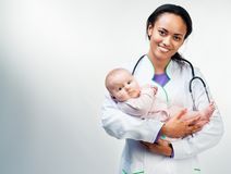 Doctor y bebé en un fondo blanco Imágenes de archivo libres de regalías