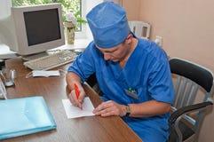 Doctor y diagnosis Imágenes de archivo libres de regalías