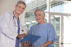 Doctor y paciente Imágenes de archivo libres de regalías